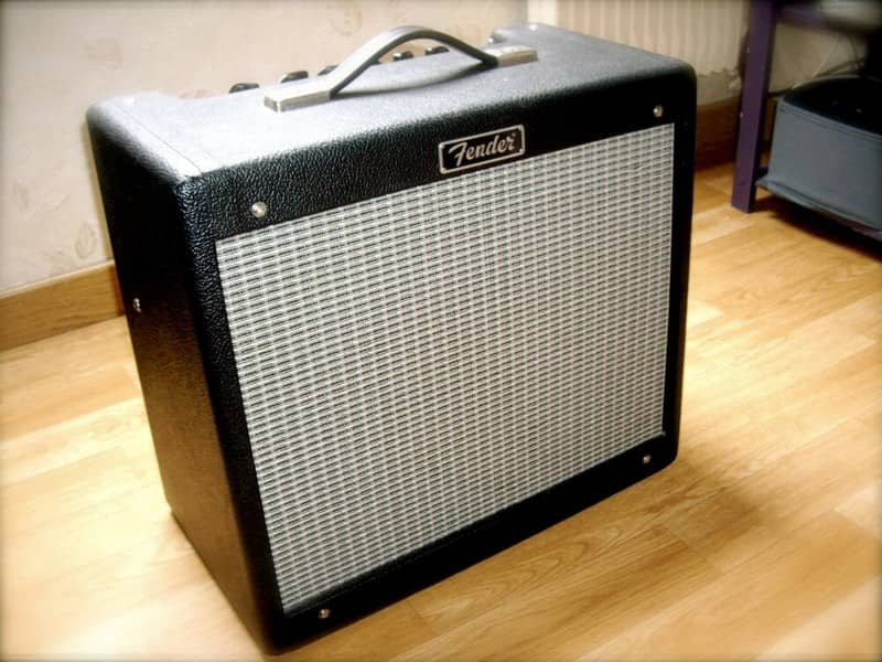 Фото гитарного комбоусилителя Fender Blues Junior
