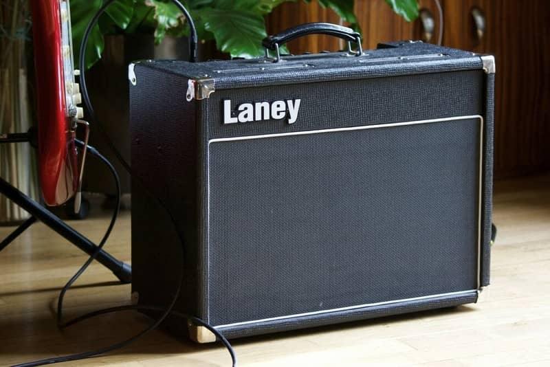 Фото гитарного комбоусилителя Laney VC-15