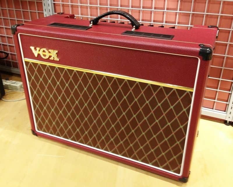 Фото гитарного комбоусилителя VOX AC-15